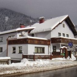 Stuhleck Cafe-Pension s`Platzl Vendégház Spital am Semmering